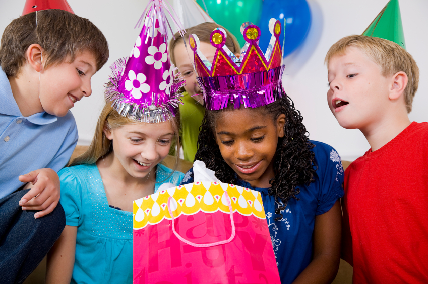 how to plan a childs birthday With this detailed checklist, you'll never have to worry about planning a birthday party ever again with a bit of dedication and some luck, you'll be able to plan the ultimate birthday party for your child to remember for years to come.
